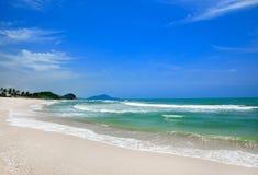Vista di alba della spiaggia di sabbia fotografia stock libera da diritti