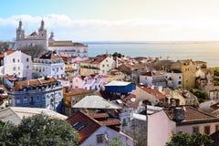 Vista di Alfama dal castello a Lisbona Immagini Stock