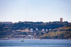 Vista di Almada via il Tago da Lisbona Fotografia Stock Libera da Diritti