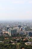 Vista di Almaty dalla collina fotografia stock