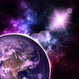Vista di alta risoluzione del pianeta Terra Il globo del mondo da spazio in un giacimento di stella che mostra il terreno e le nu Immagine Stock