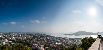 Vista di altezza di panorama della città e del lago di Songkhla Immagini Stock
