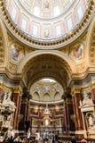 Vista di angolo basso della cupola della st Stephen Basilica a Budapest Fotografie Stock Libere da Diritti