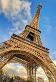 Vista di angolo basso della torre Eiffel a Parigi Immagine Stock Libera da Diritti