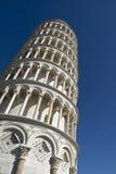 Vista di angolo basso della torre pendente di Pisa Immagini Stock Libere da Diritti