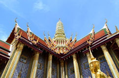 Vista di angolo del tempio tailandese immagine stock libera da diritti