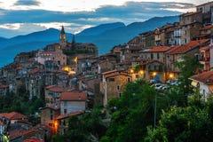 Vista di Apricale nella provincia di Imperia, Liguria, Italia immagini stock