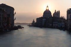 Vista di architettura veneziana durante il tramonto Immagini Stock Libere da Diritti