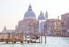 Vista di architettura veneziana durante la luce del giorno Immagine Stock