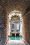 Vista di architettura veneziana durante la luce del giorno Fotografia Stock