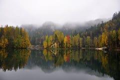 Vista di autunno del lago Fotografia Stock