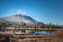 Vista di autunno della montagna immagini stock
