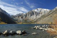 Vista di autunno di un lago della montagna Immagine Stock Libera da Diritti