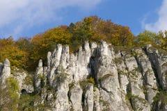 Vista di autunno sulla montagna nel parco di Ojcow in Polonia Fotografie Stock Libere da Diritti