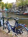 Vista di autunno di vecchio canale di Amsterdam immagine stock