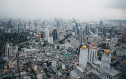 Vista di Bangkok, sopra la vista dalla costruzione più alta della torre II di Baiyoke nella città e nell'hotel più alto in Sud-es Fotografia Stock
