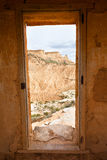 Vista di Bardenas Reales attraverso un portello come blocco per grafici Immagini Stock