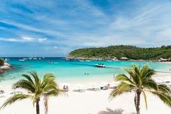 Vista di bella baia tropicale e della spiaggia meravigliosa, Tailandia Immagine Stock Libera da Diritti