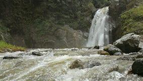 Vista di bella cascata Fotografie Stock Libere da Diritti