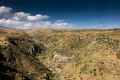Vista di bella gola nell'area della fortezza di Amberd in AR Fotografie Stock