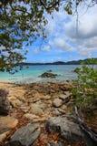 Vista di bello mare da una spiaggia Fotografia Stock