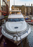 Vista di bello yacht di lusso del motore dalla prua Fotografia Stock Libera da Diritti