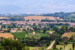 Vista di Bevagna, una città medievale in Umbria, Italia fotografia stock