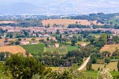 Vista di Bevagna, una città medievale in Umbria, Italia fotografie stock