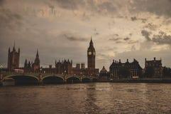 Vista di Big Ben e di un ponte Immagine Stock Libera da Diritti