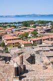 Vista di Bolsena. Il Lazio. L'Italia. Fotografie Stock