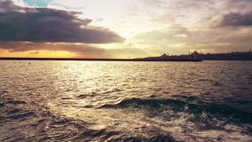 Vista di Bosphorus dal traghetto stock footage