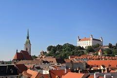Vista di Bratislava con il castello e la cattedrale Fotografia Stock