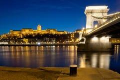 Vista di Buda Castle e del ponte a catena, Budapest, Ungheria Immagini Stock