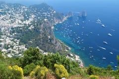 Vista di Capri e di Faraglioni dal monastero di Cetrella in Anacapri, isola di Capri, Italia Fotografie Stock Libere da Diritti