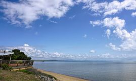 Vista di Cardwell dall'allerta sulla parte anteriore della spiaggia fotografia stock libera da diritti