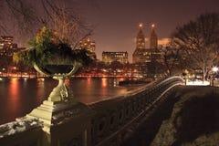 Vista di Central Park ad ovest, del lago e del ponticello dell'arco Immagine Stock Libera da Diritti