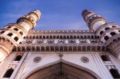 Vista di Charminar di architettura musulmana della moschea a Haidarabad India vista con la prospettiva diversa Immagine Stock Libera da Diritti