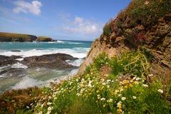 Vista di Cliffside fuori al mare Fotografie Stock