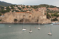 Vista di Collioure nel giorno nuvoloso Fotografie Stock