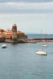 Vista di Collioure nel giorno nuvoloso fotografie stock libere da diritti