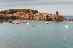 Vista di Collioure nel giorno nuvoloso fotografia stock libera da diritti
