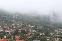 Vista di Colonia Tovar con nebbia fotografia stock libera da diritti