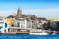 Vista di Costantinopoli e torre e ponte di Galata Immagine Stock