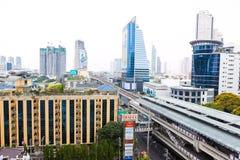 Vista di costruzione e della via sulla strada di Sathorn Fotografia Stock Libera da Diritti