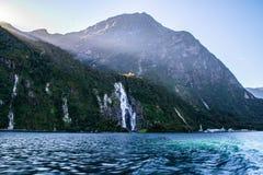 Vista di crociera di Milford Sound, Nuova Zelanda immagine stock libera da diritti
