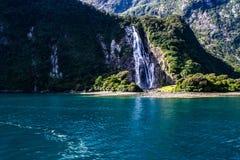 Vista di crociera di Milford Sound, Nuova Zelanda fotografia stock