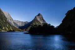 Vista di crociera di Milford Sound, Nuova Zelanda fotografia stock libera da diritti