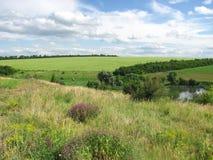 Vista di Csenic del counrtyside, della valle e di un campo Fotografia Stock