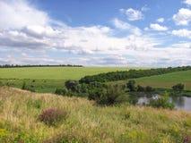 Vista di Csenic del counrtyside, della valle e di un campo Immagini Stock
