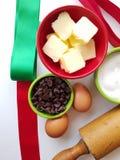 Vista di cui sopra del tempo bollente di festa degli ingredienti del biscotto con il matterello di cimelio fotografia stock libera da diritti